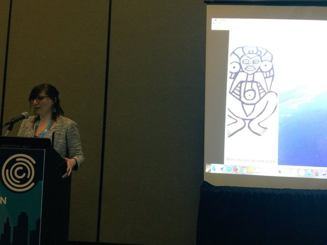 Image of the author presenting at 4C, taken by Cruz Medina